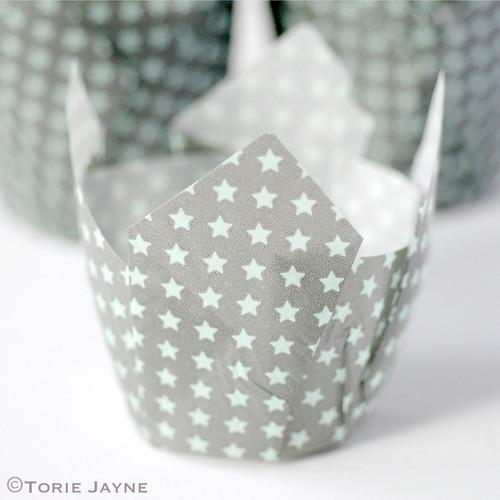 Star print tulip baking cups