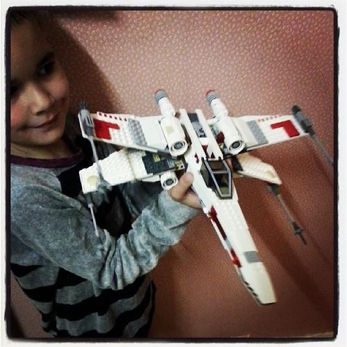♥ mon fiston est fière d'avoir fini seul son vaisseau #lego star wars ♥ #starwars #noel #ourlittlefamily #france
