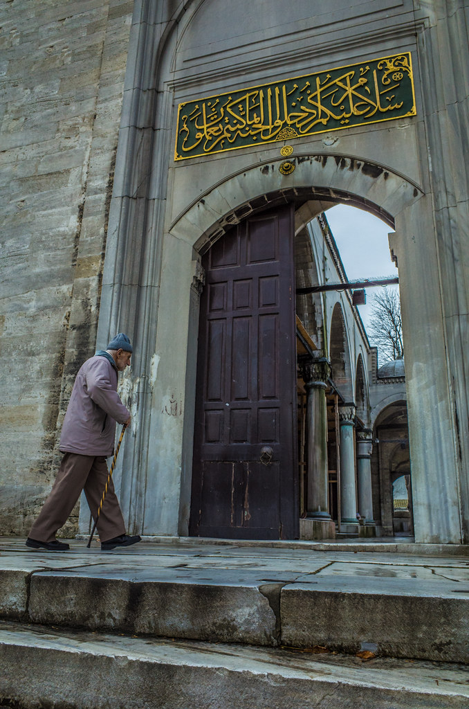 Going to the mosque picture