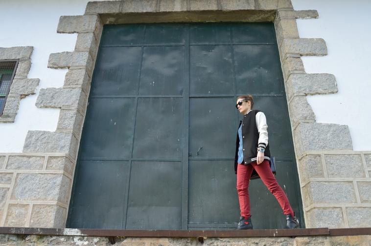 lara-vazquez-madlula-blog-fashion-trends-winter-burgundy-denim-bomber