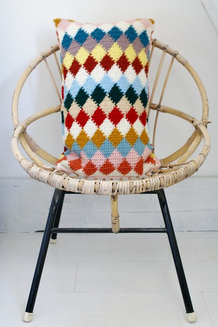 wood & wool knitted harlequin pillow 025