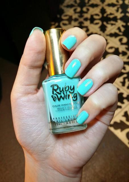 mint-green-nail-polish