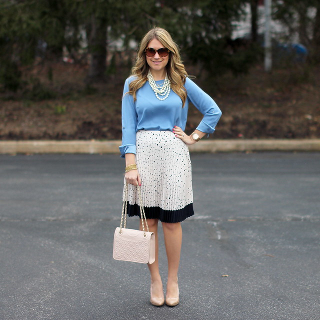 spotted blush skirt outfit idea