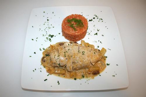 56 - Hähnchenbrust auf Orangen-Fenchelgemüse mit Tomatenreis - Serviert / Chicken breast on orange fennel veg with tomato rice - Served