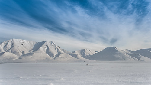 blue white snow mountains cold landscape view bluesky nobody svalbard arctic lonely viewfromlongyearbyen