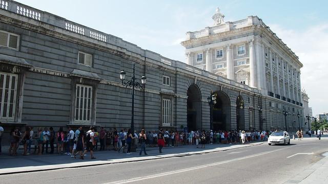 Queue Royal Palace Madrid