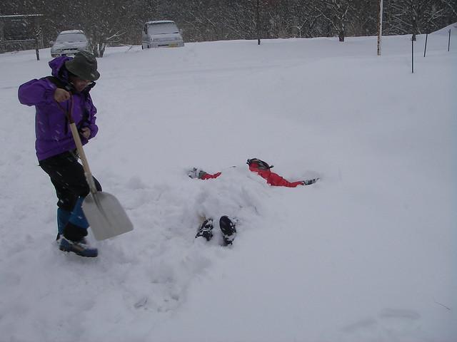 観察会終了後,雪と戯れる人たちも・・・.