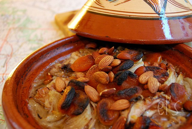 Tajine au four poulet abricot et amande recette - Plat a tajine induction ...