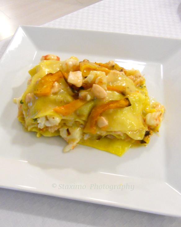 Lasagne con zucca e crostacei