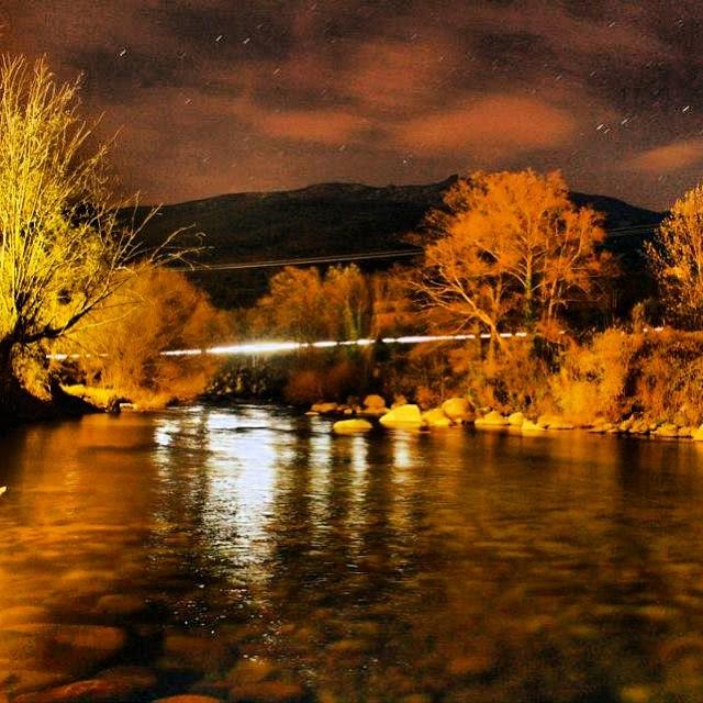 Vista nocturna del río Jerte #valledeljerte #extremadura #turismo #viaje #landscape #paisaje #naturaleza #nature #estaes_extremadura #trip #españa #estaes_espania  #larecomendaciondeldia  #extremadurafotos #spain  #capture_today #turismorural #vacaciones