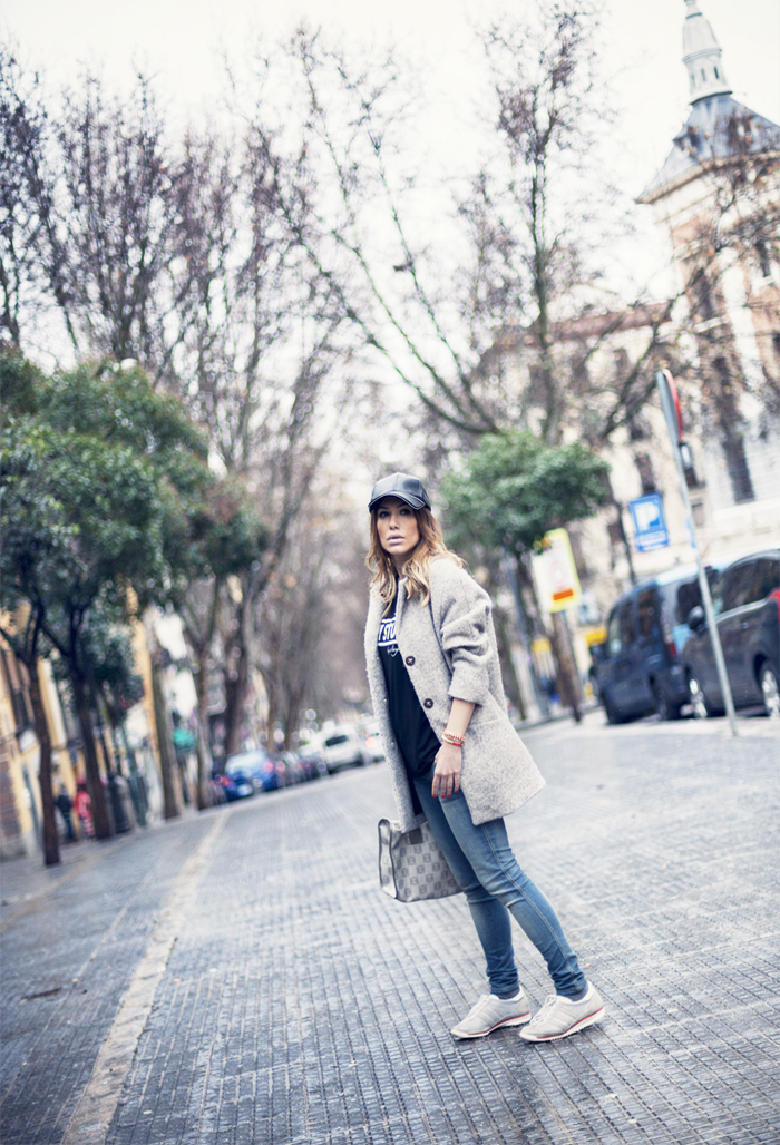 street style my stuff a bicyclette tshirt fashion blogger outfit plaza cascorro madrid