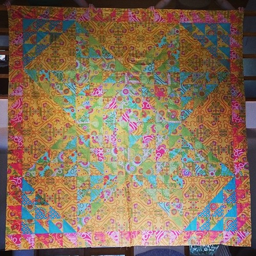 @pennypoppleton! The Shattered Star #quilt! It looks better with some distance.