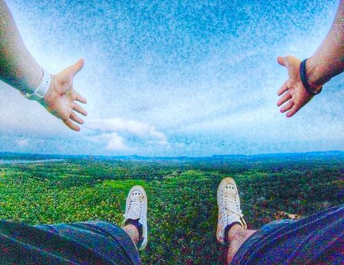 Já que não posso abraçar o Mundo, deixo o Mundo Me Abraçar! 💪#gopro #gopro📷 #gopró #applewatch #goprohero4 #goprohero #gopro4 #travel #goprophotography #goprobrasil #goprovicio #osklen #natureza #tocantins #instagood #fé #força #beahero #wan