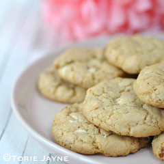 Gluten free strawberry & white chocolate chip cookie recipe