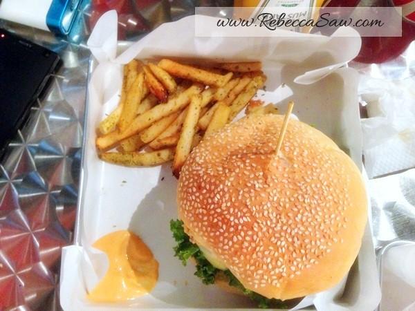 big hug burger subang - ss15-004