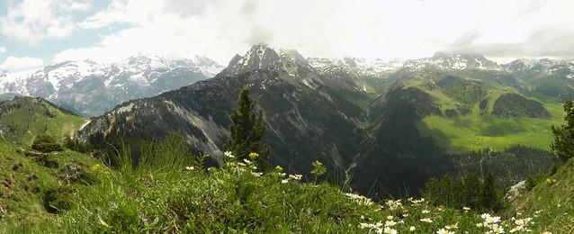 A la Dent du Villard, vue sur la Vallée des Avals