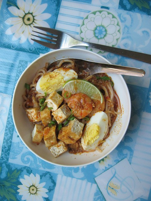 Spicy tangy rice vermicelli, mee siam - Cook and Post