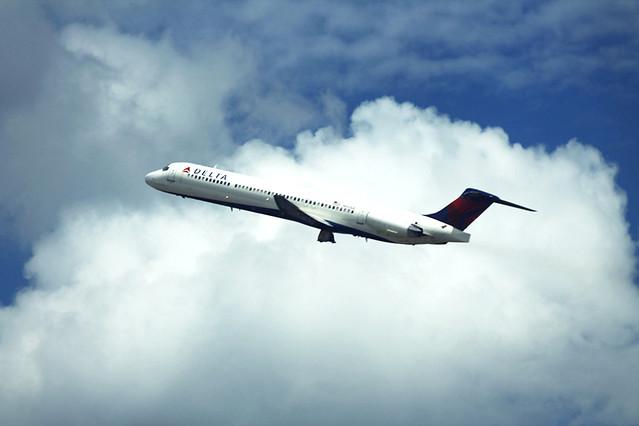 Delta N901DE: MD-88