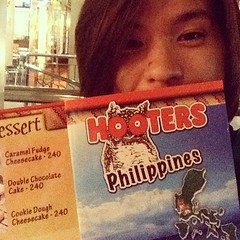 Hooters Philippines! Try their Buffalo Chicken and Nacho Grande! #hooters #philippines #restaurants #govisitphilippines #nachos #buffalowings #chicken #maehabasolo #dining #webstapick #instapic #instagram #instalike