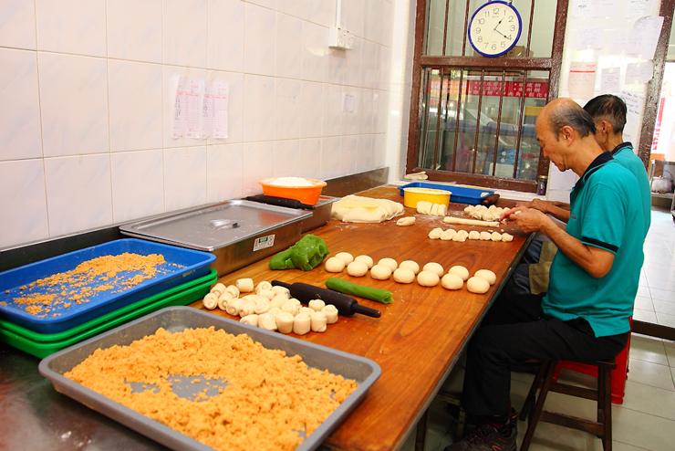 Guan Heong Making-Biscuits