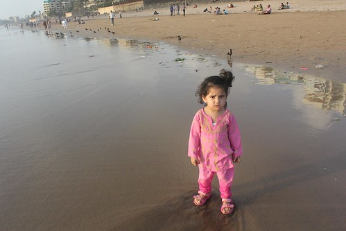 2 Year Old Canon User Humble Street Photographer Nerjis At Juhu Beach by firoze shakir photographerno1