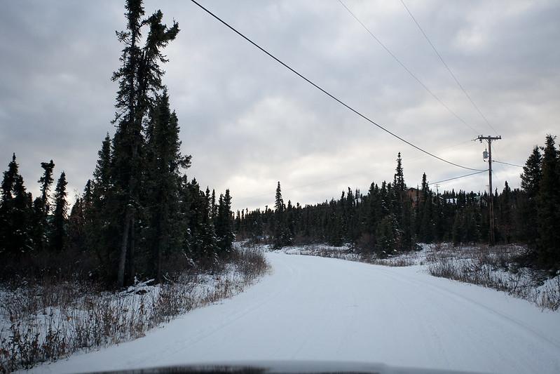 只不過轉個彎 路就被雪覆蓋了