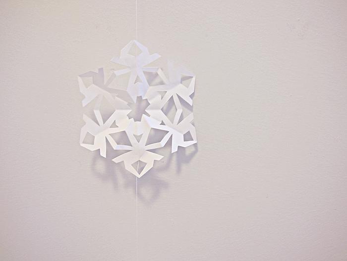 How To: DIY Paper Snowflake Garland · elevatormusik