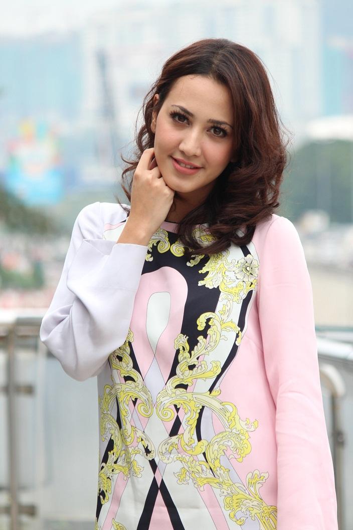 Nur Fathia sebagai Ariana Rose