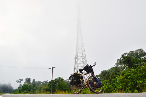 africa antenna bicycle cellphonetower day417 fog gabon mist telecom freewheelycom cycling vélo cycletouring cyclotourisme velo jbcyclingafrica