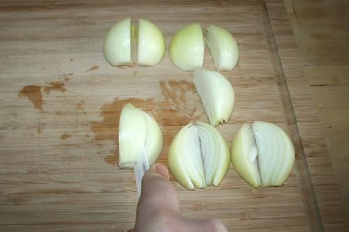 12 - Zwiebeln in Spalten schneiden / Cut onions in chops