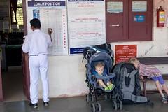 Czekajac na pociąg  Varkali