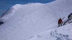 Paweł wychodzi na przełęcz Col Basei 3176m.
