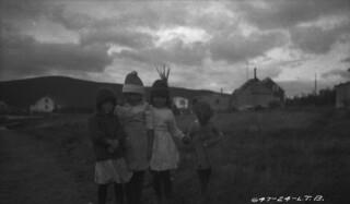 Four young girls, Cartwright, Labrador / Quatre fillettes, Cartwright (Labrador)