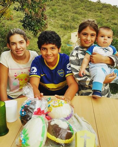 🐰Pascua en La Paisanita: Martina, Chris, Lucy y Nachito.