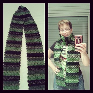 Green dragon-scaled scarf