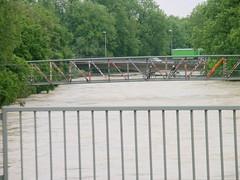 Trostberg-Hochwasser Alz-Juni 2013 - der sogenannte Brezensteg neben der Stadtbrücke