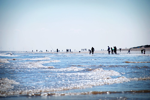 uk blue sea people beach silhouette seaside sand nikon waves tide silhouettes wave sands sandybeach bluesea sandilands peopleplaying playingonthebeach alongthebeach d80