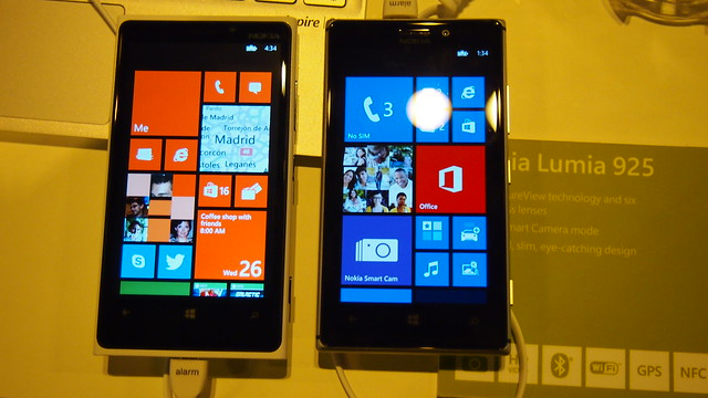 Lumia 920 vs 925