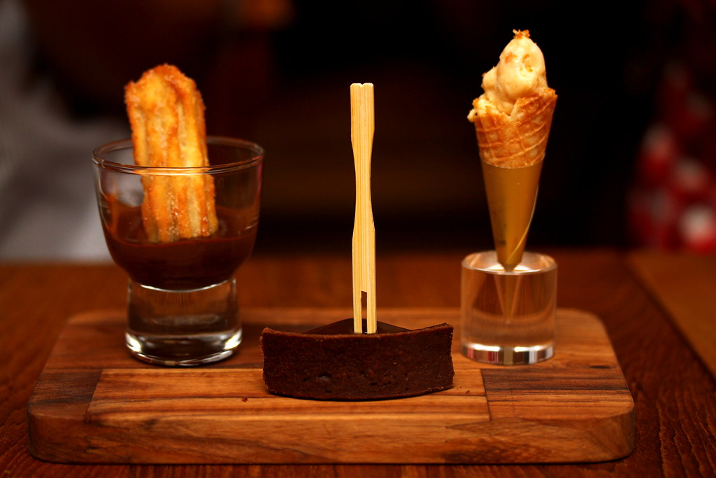 Little Spanish Place's Churros con Chocolate & Tarta de Chocolate