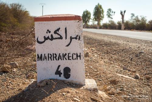 route maroc marrakech panneau désert voies marrakechtensiftalhaouz objetselémentsettextures architectureetbatiments