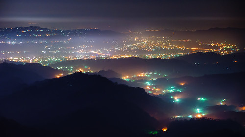 light mist mountain fog night scenery nightshot taiwan taichung rollinfarm xinshe