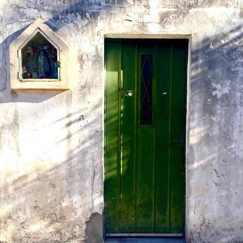 🏡#puerta #virgencita #buenosaires #domingo #porlacalle #streetphotography