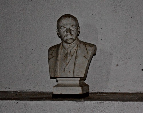 statue of Lenin in the war room
