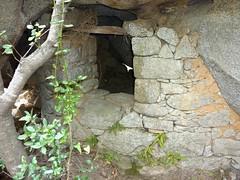 Tour du site du Castellu di Valle/Bacca : l'arrière d'un oriu bien aménagé