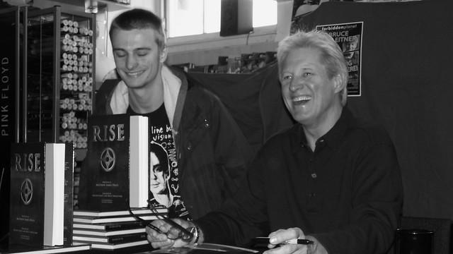 Bruce Boxleitner signing Forbidden Planet Edinburgh 04