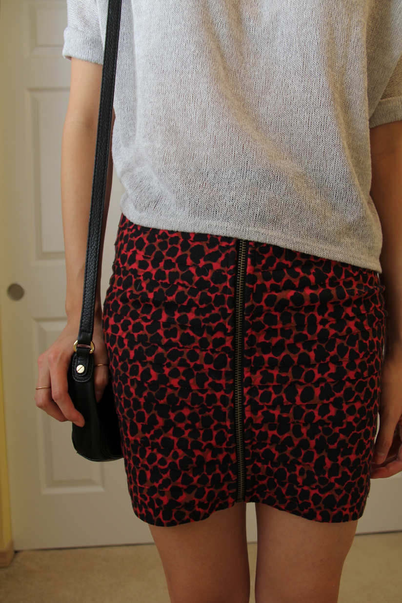 gold statement necklace, going out outfit ideas, urban outfitters, leopard skirt, red