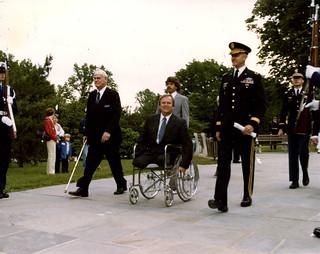 1978-11-11-Max Cleland-VA Administrator-arrives for Veterans Day observance