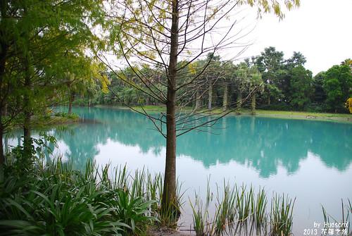 湖水顏色很夢幻