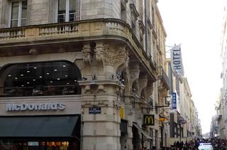 صورة Porte Dijeaux. france pierre bordeaux balcon corbeau aquitaine