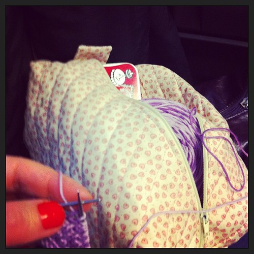 Knitting on the train to Florence:) Lavorando a maglia sul treno per Firenze:)